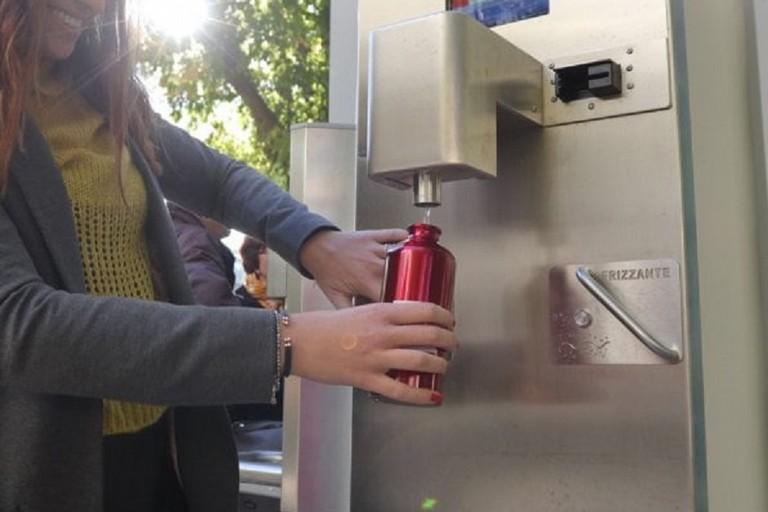 Un distributore di acqua per borracce. <span>Foto Repubblica Milano</span>