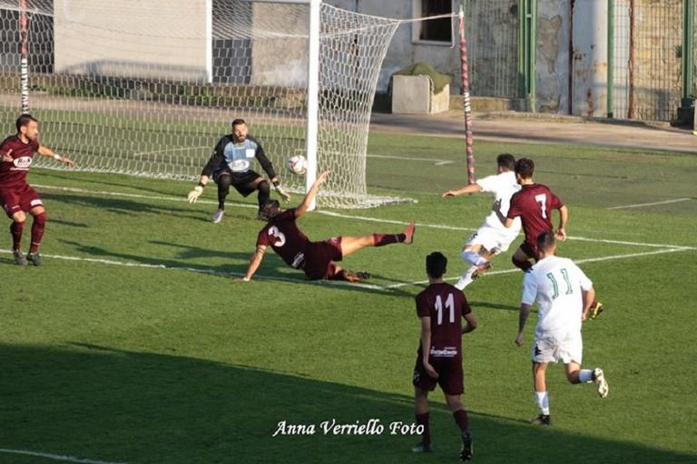 Uno dei gol dellUsd Bitonto al Granata. <span>Foto Anna Verriello</span>