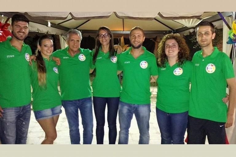 Vito Sassanelli coi giovani dellAsd Laureati in Movimento