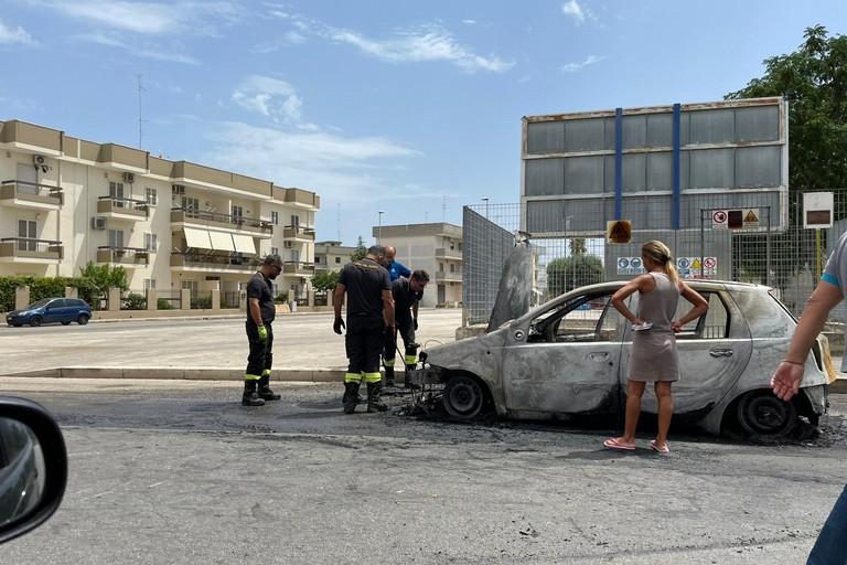 Esplode un'auto a gas in Via Tenente Domenico Modugno
