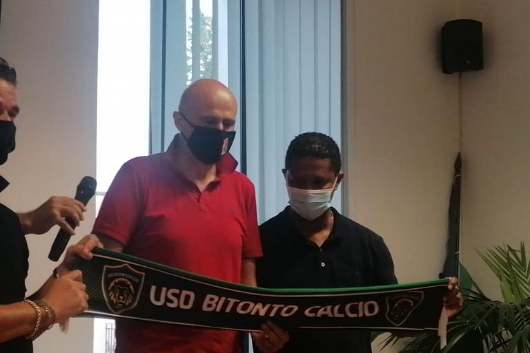 Marcio Santos col presidente Intini e il Sindaco Abbaticchio. <span>Foto Vito Troilo</span>
